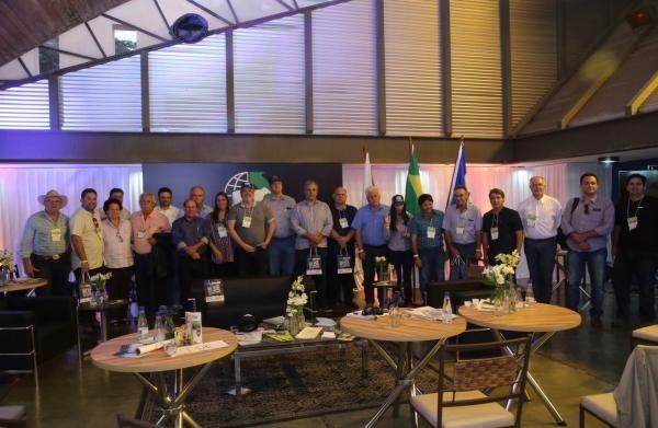 Três Núcleos assinam convênio com a Girolando na Megaleite 2017